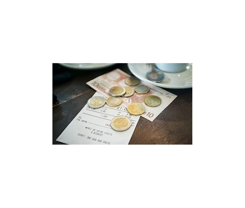 Ventajas de tener un detector de billetes falsos en tu negocio